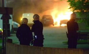 Cars on fire in Husby, Stockholm (picture from www.thelocal.se)